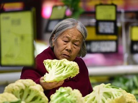 """临近春节,新一轮""""涨价潮""""来袭,这5种必备菜品赶紧囤着过年!"""