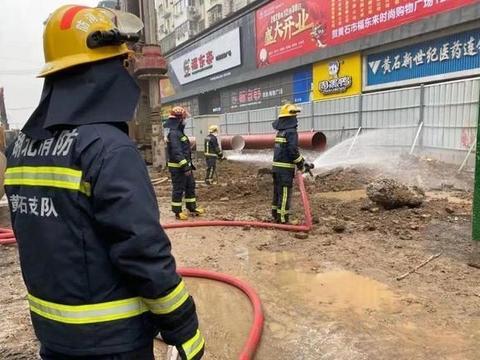 磁湖路一工地天然气泄漏 消防紧急排险