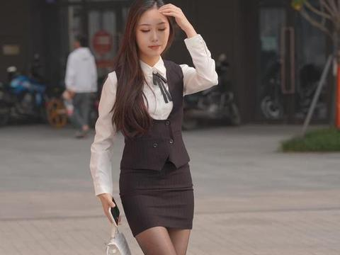 扫除腻粉呈风骨,褪却红衣学淡妆,包臀裙配白衬衫的简约干练穿搭