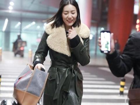 刘雯私下可没有超模范,穿米色机车服还挺显温柔的,没有明星架子