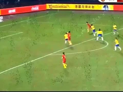 中国女足王霜世界级拉球玩弄巴西,四人合围又如何!