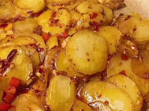 2分钟学会饭店招牌菜干锅土豆片,土豆与猪肉简单几步,太好吃了