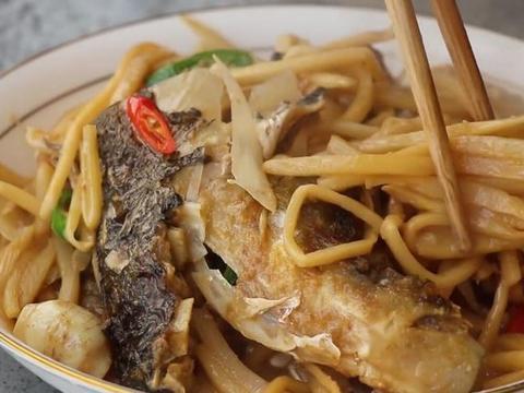 酸笋和鱼头这样搭配,香味十足开胃爽口,真的太好吃了