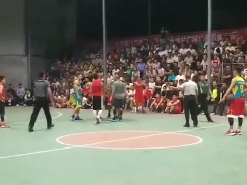 乡镇篮球赛的危险动作!