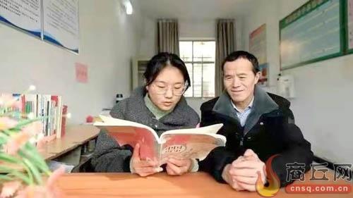 """盲人教师卢文建 """"借眼""""授课廿八年有爱就会有光明"""
