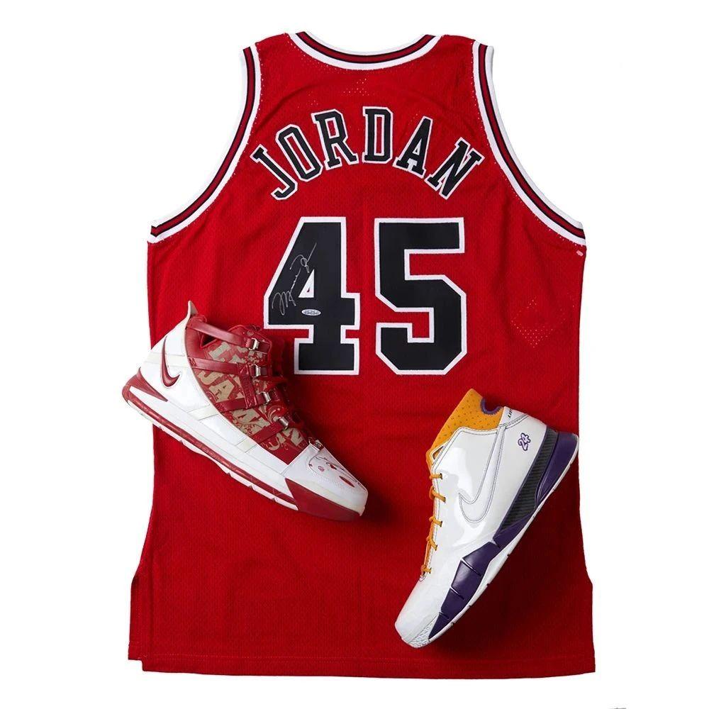 重磅拍卖   篮球巨星亲签赛场级球鞋拍卖专场,精选64件拍品,强势来袭!