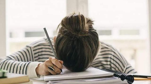 小学生仅15字作文得满分,将孤独二字完美展现,老师:当代朱自清