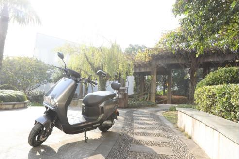 这款真正适合年轻人骑的电动车,骑行舒适跑得远!