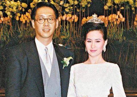 58岁何超琼未嫁,是放不下陈百强?他何尝不是豪门宫斗的牺牲品?