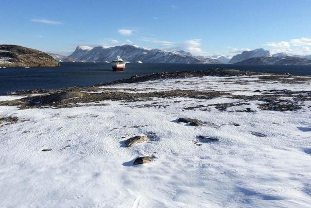一个面积比新疆还大的岛屿,大部分地区被冰川覆盖,游客都不想去