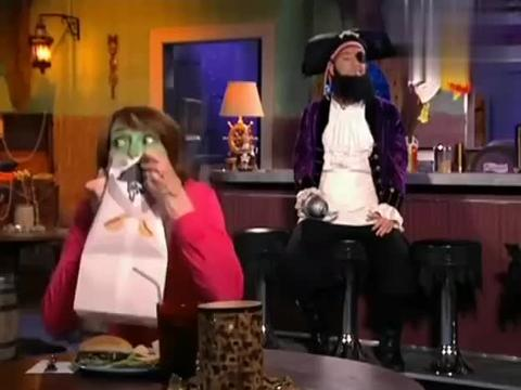 海绵宝宝:海盗学习做汉堡,搞得厨房乱七八糟,一会不会炸了吧