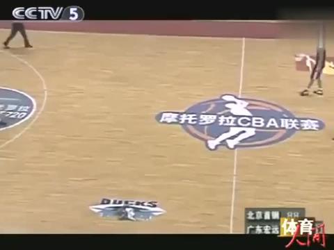 中国篮球:杜锋当年六犯离场,易建联替补登场,厉害啊