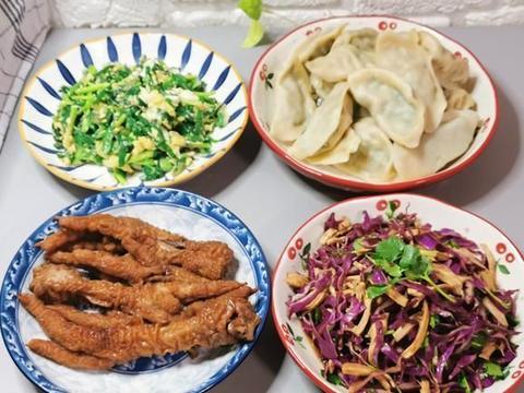 女儿寒假回来加餐,吃饺子搭配3道菜,女儿:还是在家吃饭幸福