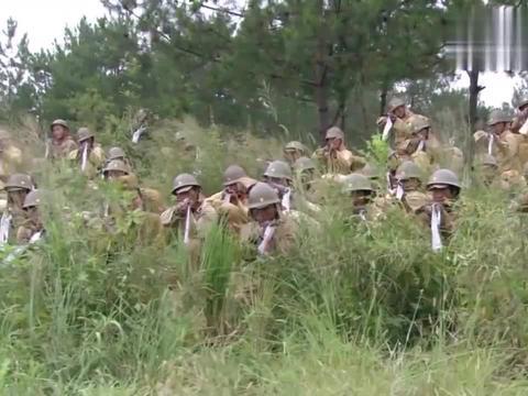 伏击:鬼子对阵地发起总攻,战士架起全部机枪扫射,来多少杀多少