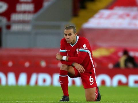 蒂亚戈至今5次代表利物浦首发,球队2平3负未尝胜绩