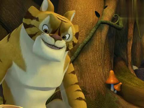 熊出没:强哥真是找虐啊,熊二和老虎吃饭,他在外面偷拍