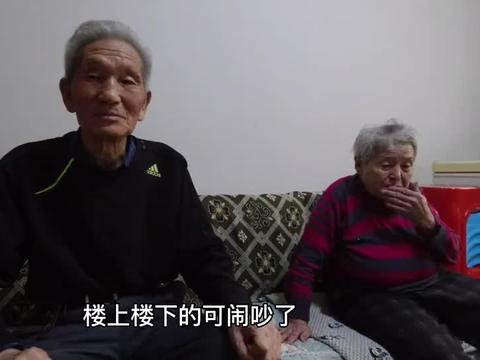 86岁老人为啥农村自家房子不住,跑到县城租房子住呢?看完心酸了