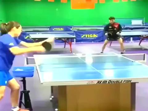 中国乒乓球运动员开创的球技,难度也太高了,这球怎么会转弯的