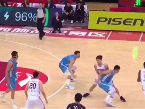 篮球世界:广东队00后小将,表现亮眼,易建联的接班人!