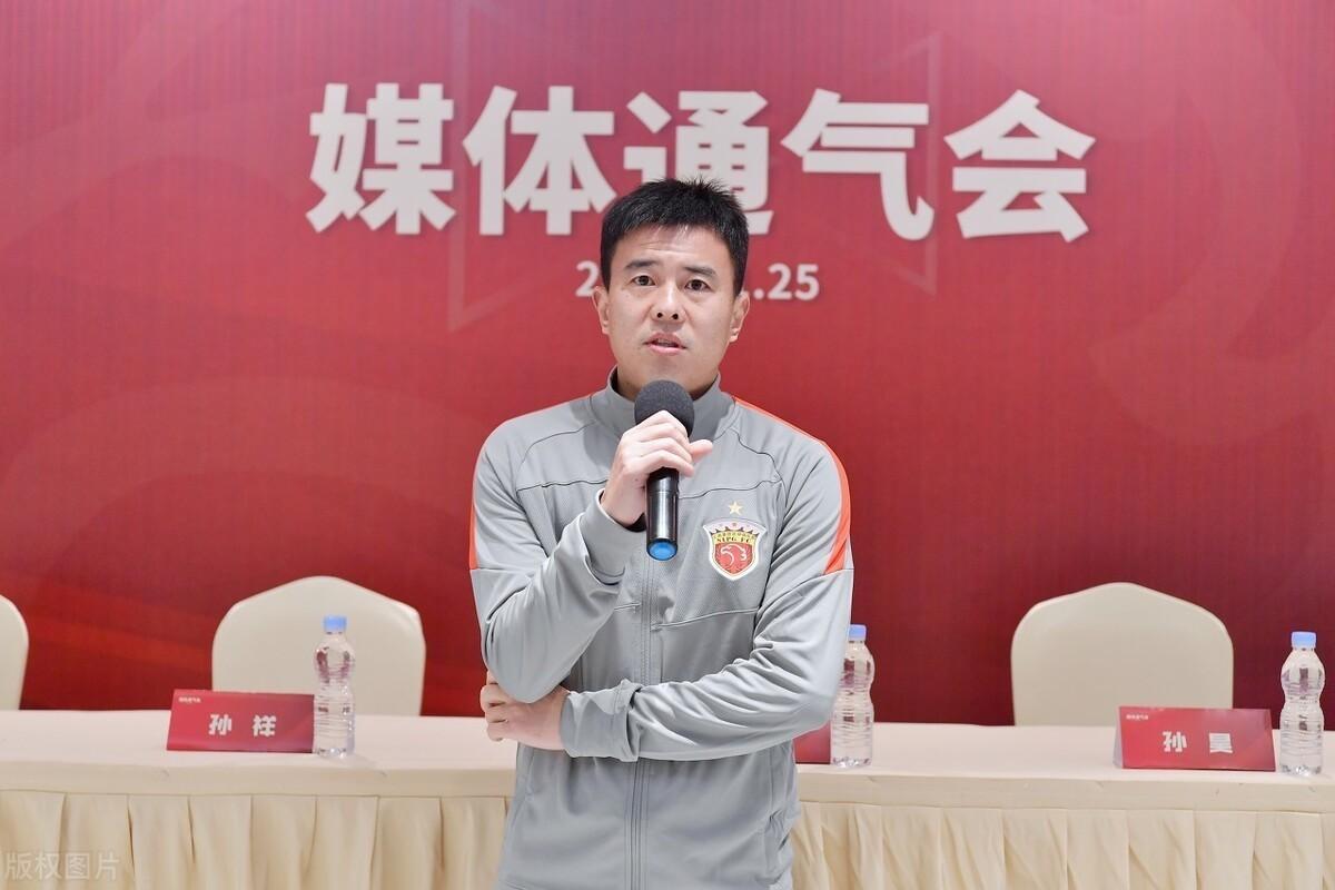 上港与其引进谭龙,还不如提拔队中两大王牌,一人曾是国奥核心