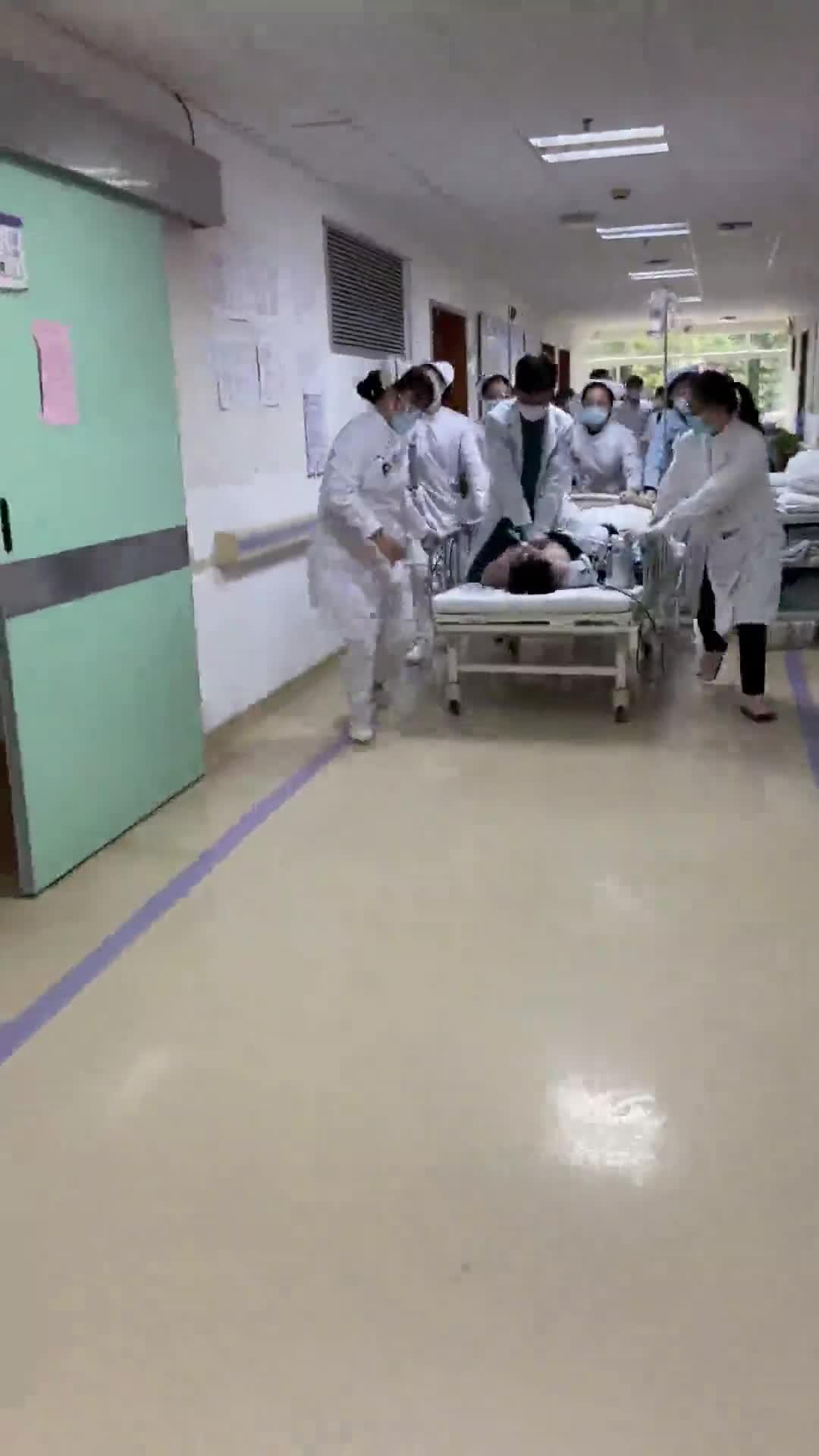 32岁男子心跳骤停,医生骑床抢救!很多人常年有这个习惯…