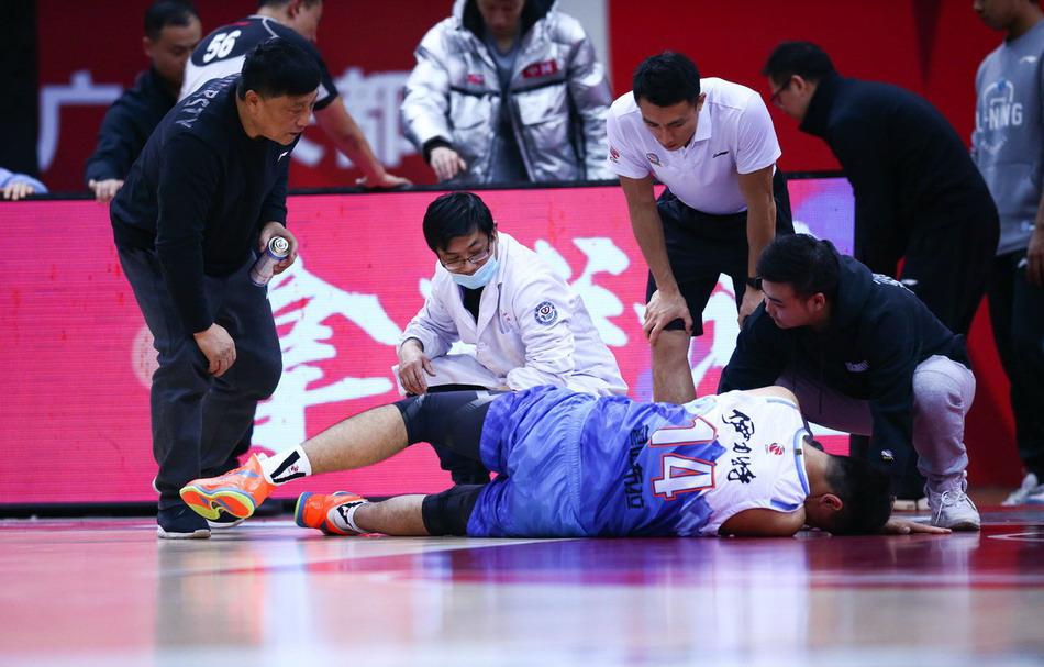 cctv5直播天下足球+cba上海男篮vs最水冠军,5+转新疆PK北京北控