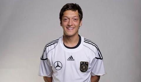 阿森纳10号球衣易主,厄齐尔离队,皇马准厄德高租借半年