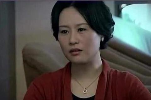 她是奥斯卡终身评委,也是全球最美50人之一,取代孙俪演了甄嬛续