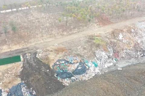 平桥区十八里浉河北路段的渣土垃圾填埋场,疑似存在不规范作业