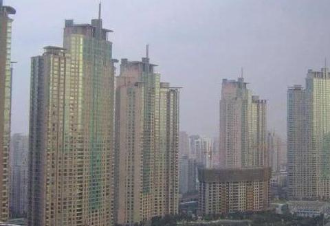 楼市新规出台:4层以上居民要注意,高层住宅或将消失?