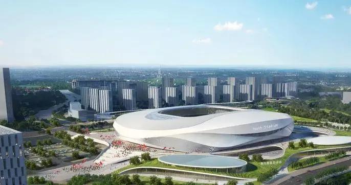 首根钢柱吊装完成 亚洲杯青岛青春足球场初现雏形