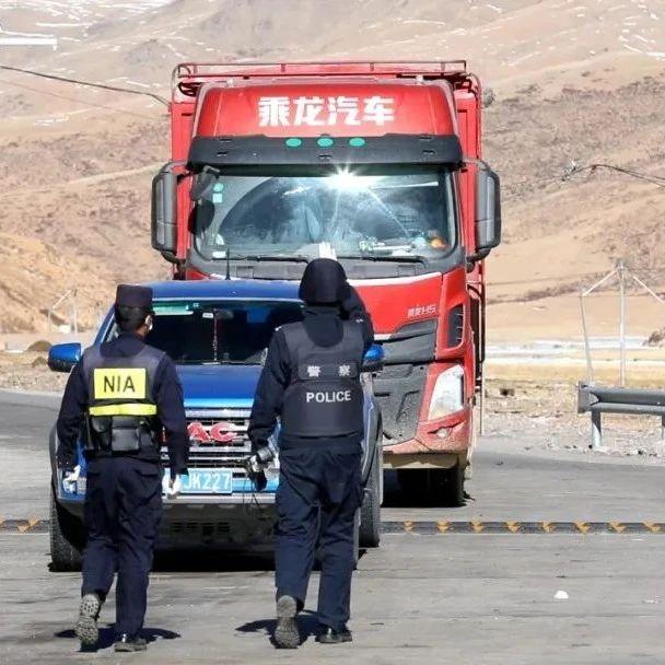 【此时此刻】23岁小伙骑行西藏,在边境检查站遇到意想不到的温暖
