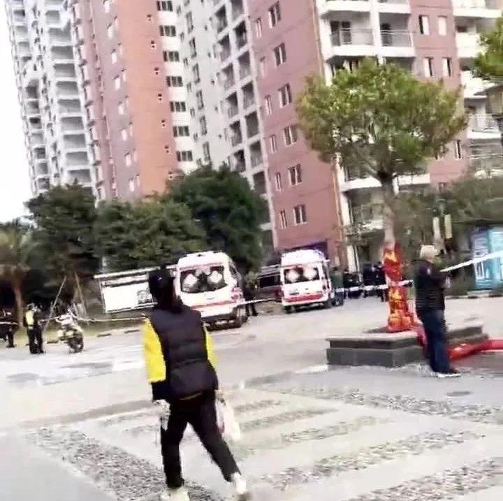 南宁高坡岭人才公寓一家三口不幸坠楼身亡,警方通报→