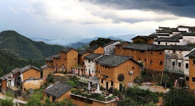 安徽徽州的世外桃源,依山建房,坐落在八百米高的山脊上