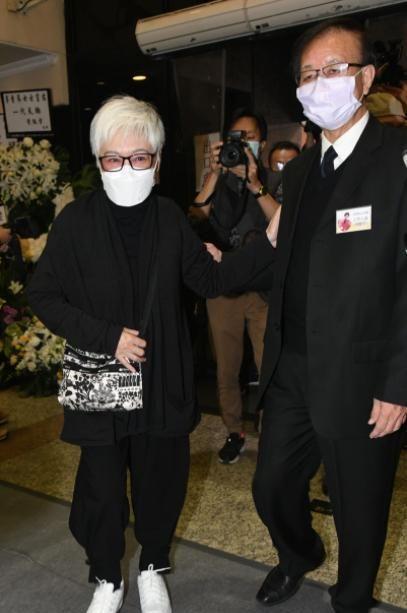 """李香琴出殡化作一缕轻烟,半个香港演艺界都来告别""""巨星母亲"""""""