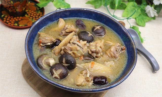 农历腊月,煲鸡汤多加一步,驱寒暖胃,健康过冬,来年少生病!