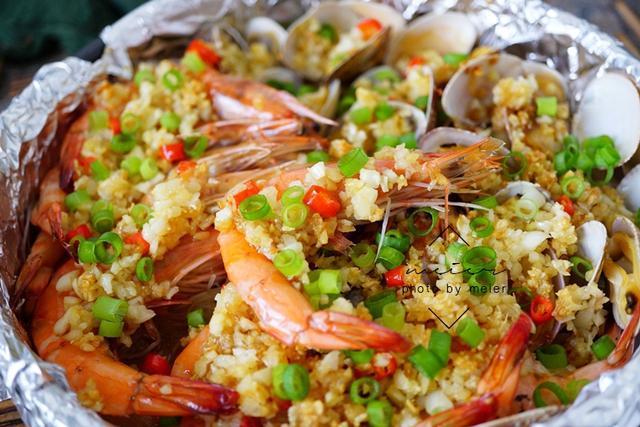 美食精选:虾仁海鲜菇、尖椒肥肠、蒜蓉粉丝花蛤虾、粉丝烧大虾