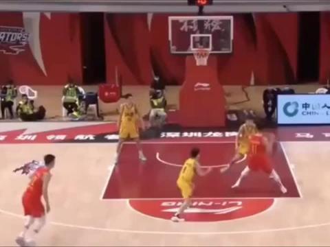 篮球世界:一言不合就暴扣,沈梓捷太猛了,堪比易建联!