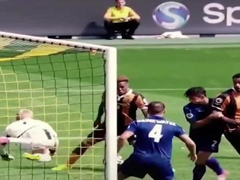 足球小将动画片的双人倒钩射门,在现实的比赛中也出现过