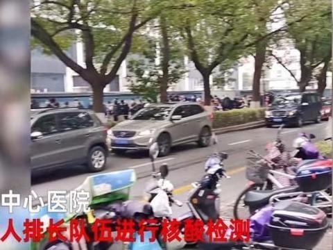 实拍:上海外来务工人员为返乡做检测,医院外上千人大排长龙