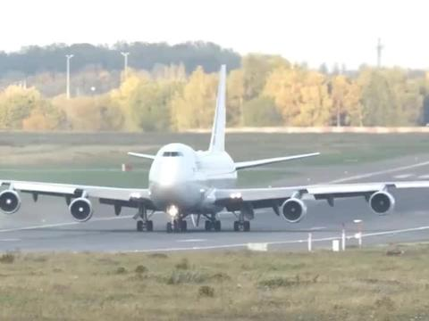 机长:私人飞机优先起飞?被小不点插队了,好郁闷