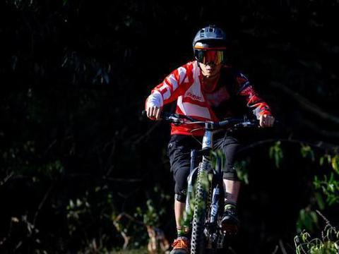 骑快又骑帅 山里骑车如何拍照更帅气