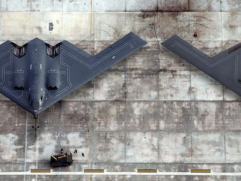 B-21机身细节曝光:隐身设计大有文章,美媒:可直入俄罗斯腹地