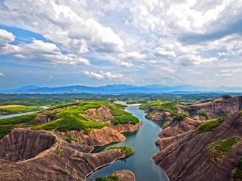 湖南郴州有一安静小村,有最壮观的丹霞地貌,誉为上帝遗忘的地方