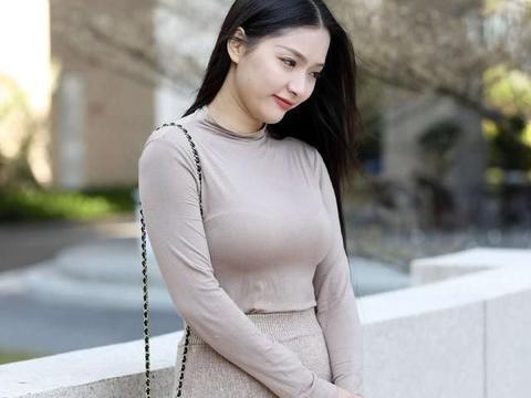 连衣裙可以散发又欲又撩气息,展现高挑显瘦身材,好看又甜美