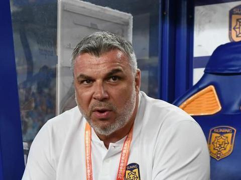罗马尼亚传来好消息:中超世界级教练不走了,苏宁放心了