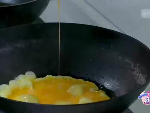 于谦柴火锅炖红烧肉,谦嫂馋的直接上手吃,德云名角有多会做饭?