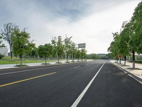 广东肇庆在建双向六车道公路,含跨绥江大桥,新建路线全长2783米