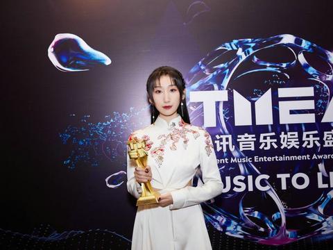 等什么君出席TMEA音乐盛典 荣获年度国风音乐人