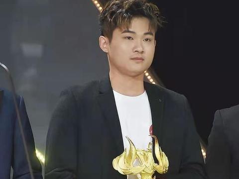 韩跑跑获得王者荣耀风云主播,成功经历太励志,粉丝们都很爱他!